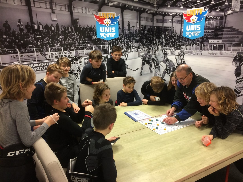 Ivan Kocanda viert 25-jarig jubileum als ijshockeytrainer in Heerenveen